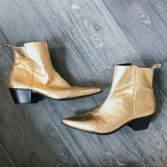 4f0e01c551e ASOS Chelsea Boots In Gold With Cuban Heel